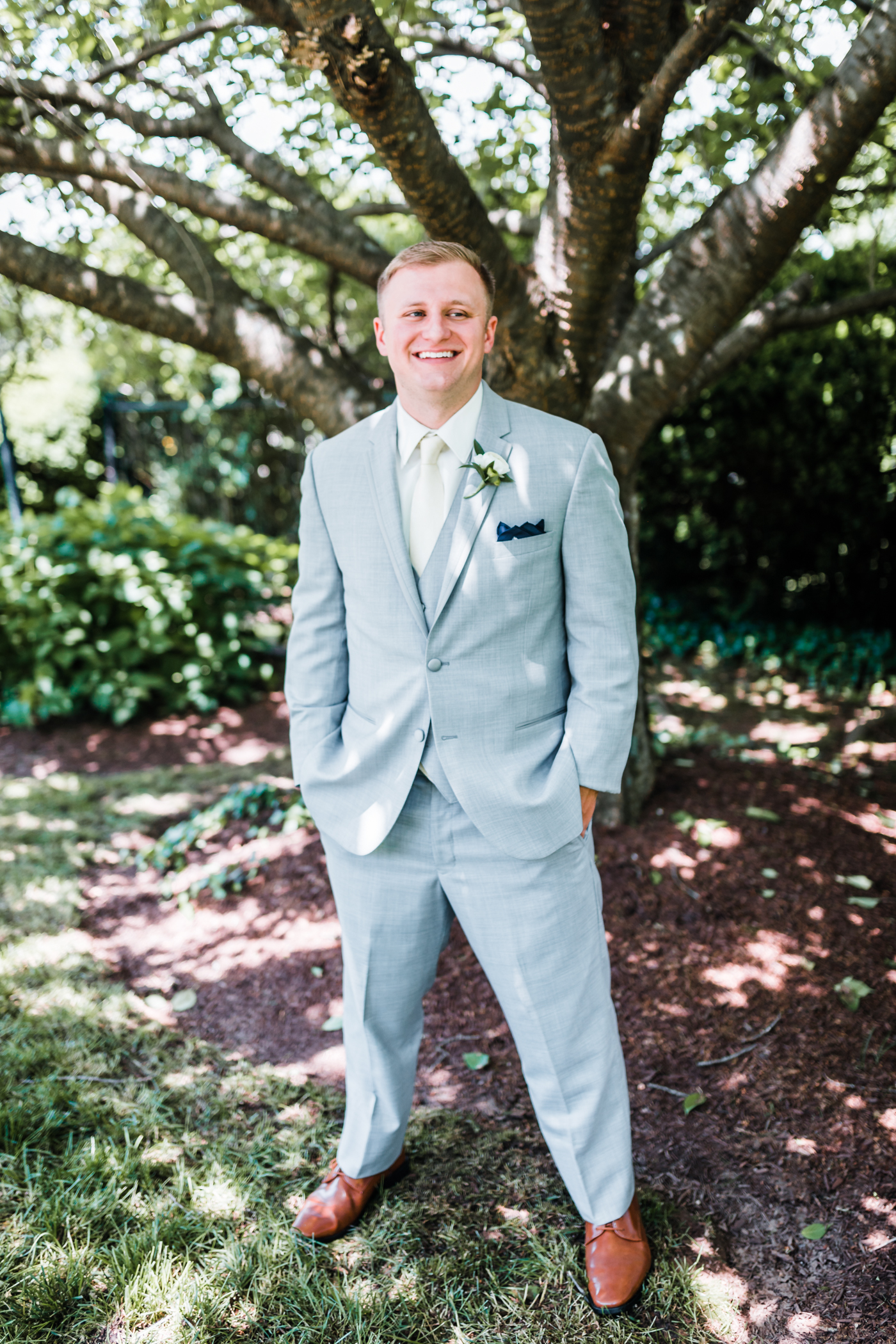 groom laughing - classy venues near Carroll County Maryland