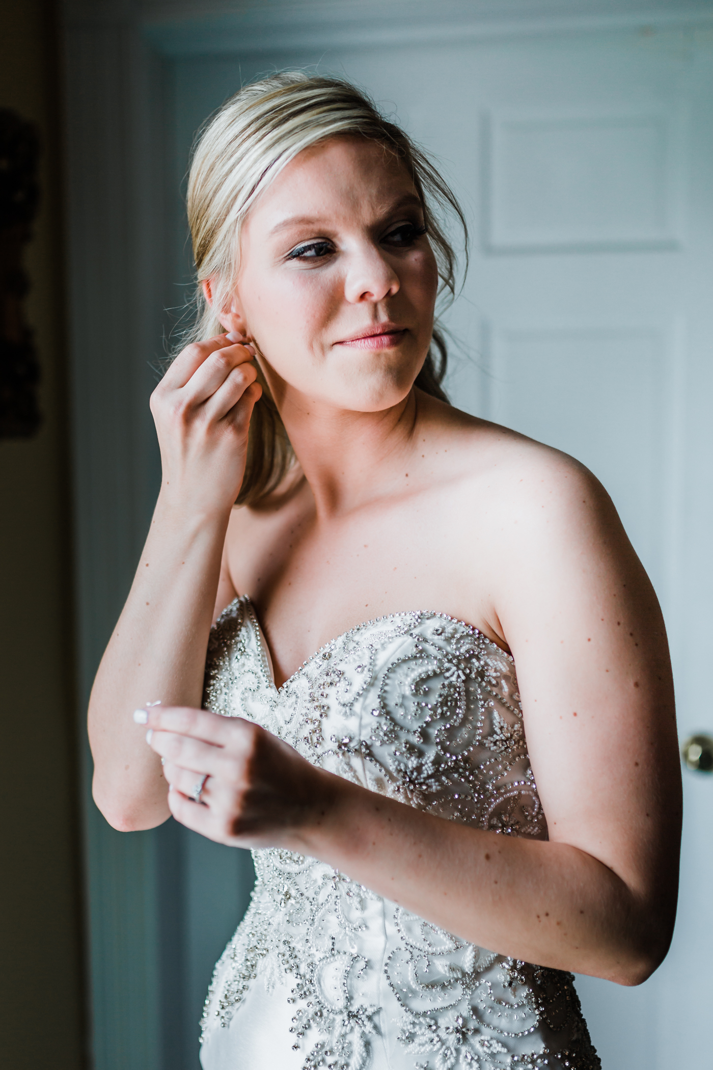 bride getting ready in Elizabeth suite at Antrim 1844 Carroll County Maryland