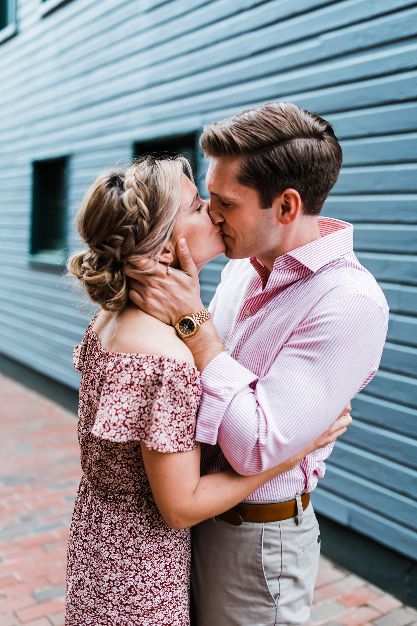 couple kissing in alleyway - best husband and wife photo video team in Maryland