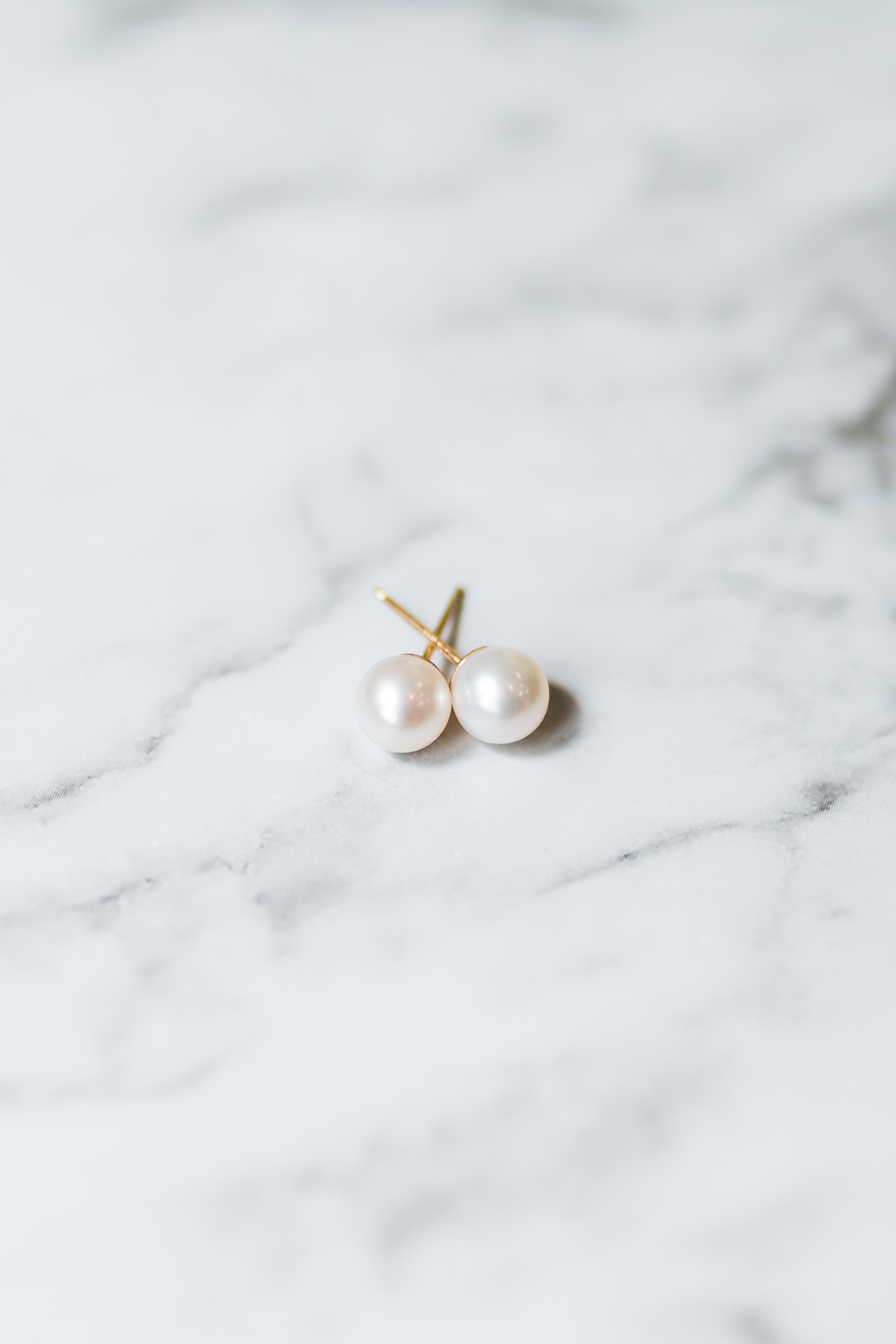 bridal details - pearl earrings inspo - top rated wedding photographer in Annapolis