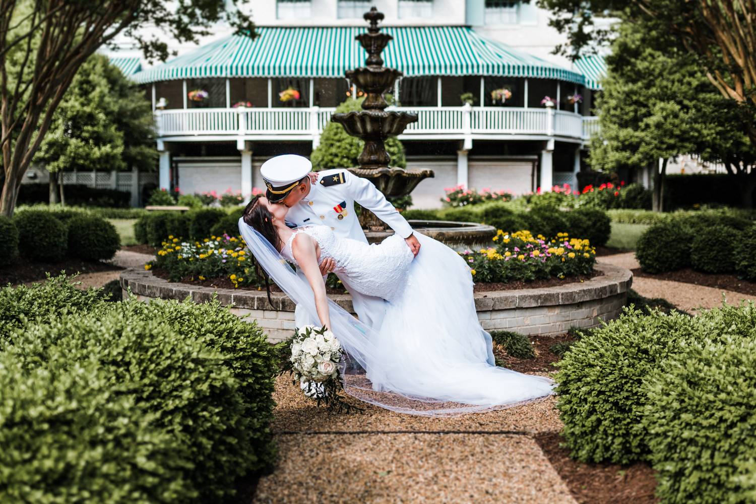 bride and groom kiss in annapolis maryland