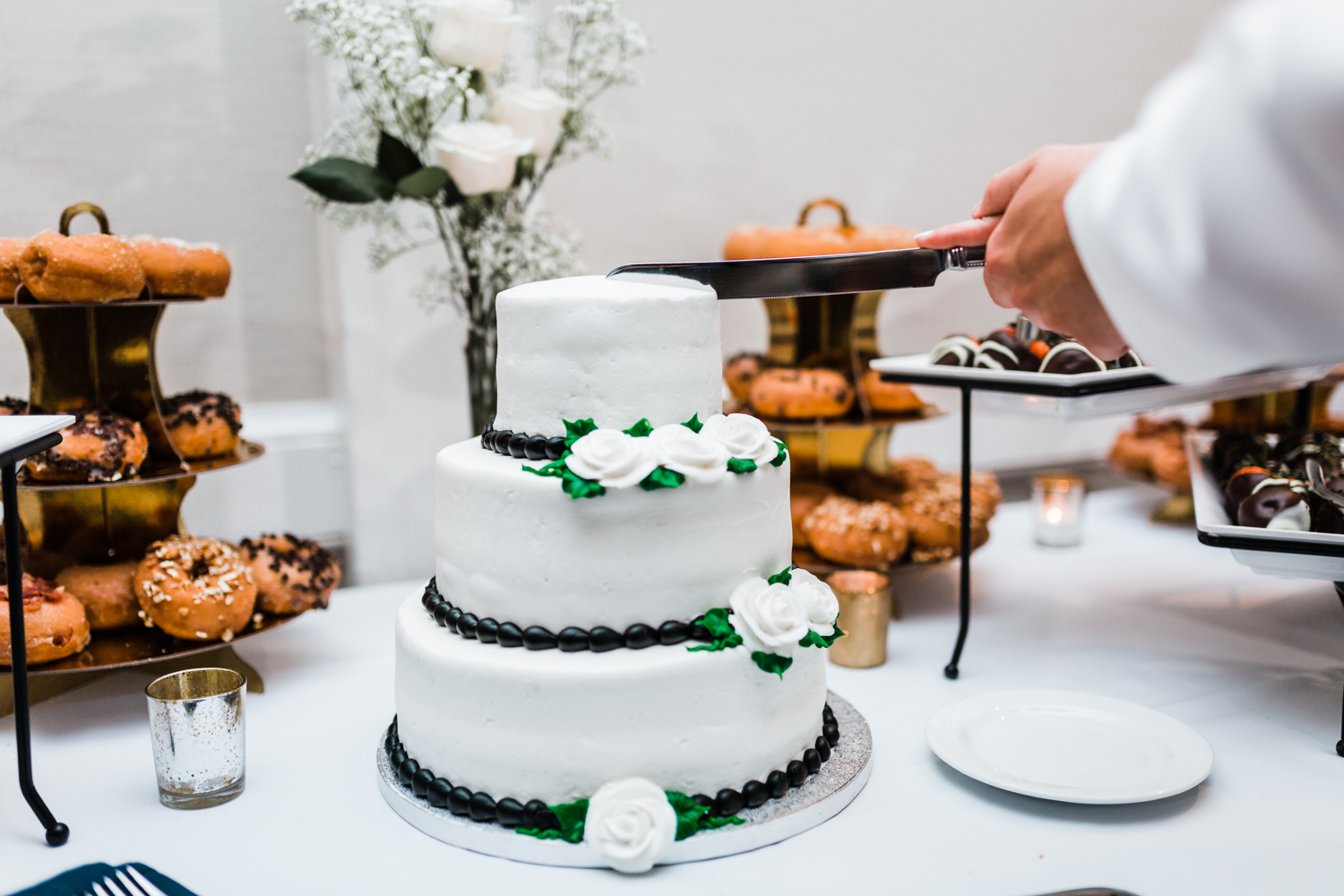 bride and groom cut their cake at annapolis wedding