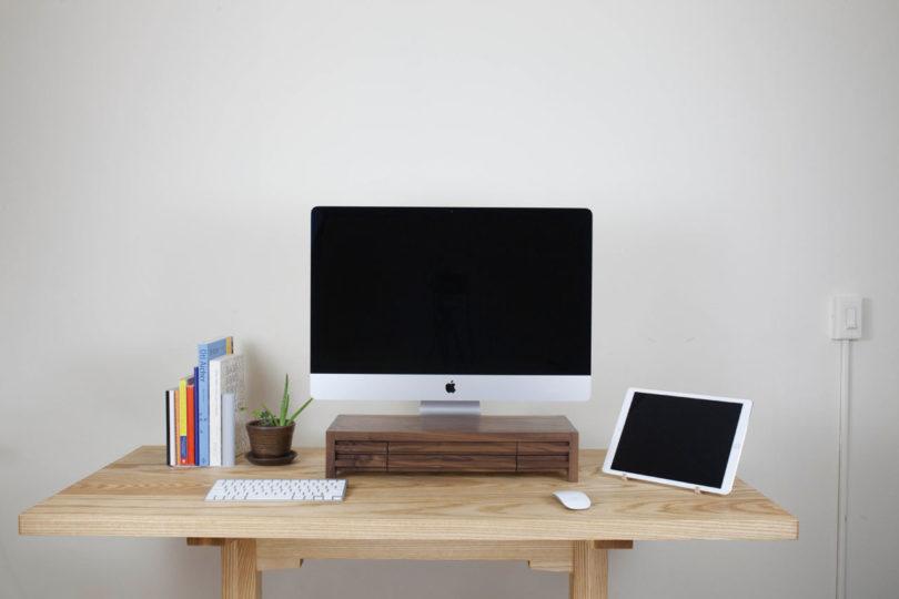 Planet-6-Premium-Desk-Stand-8-810x540.jpg