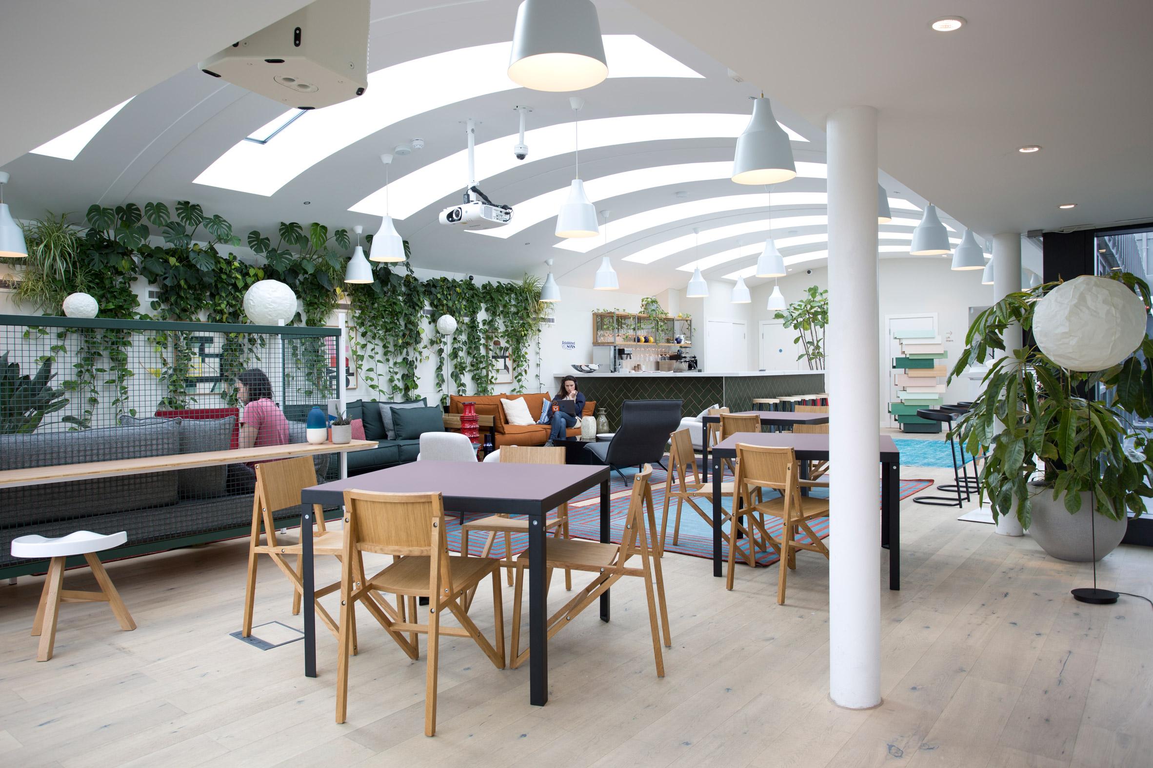 established-sons-at-work-office-furniture-fora_dezeen_2364_col_3.jpg