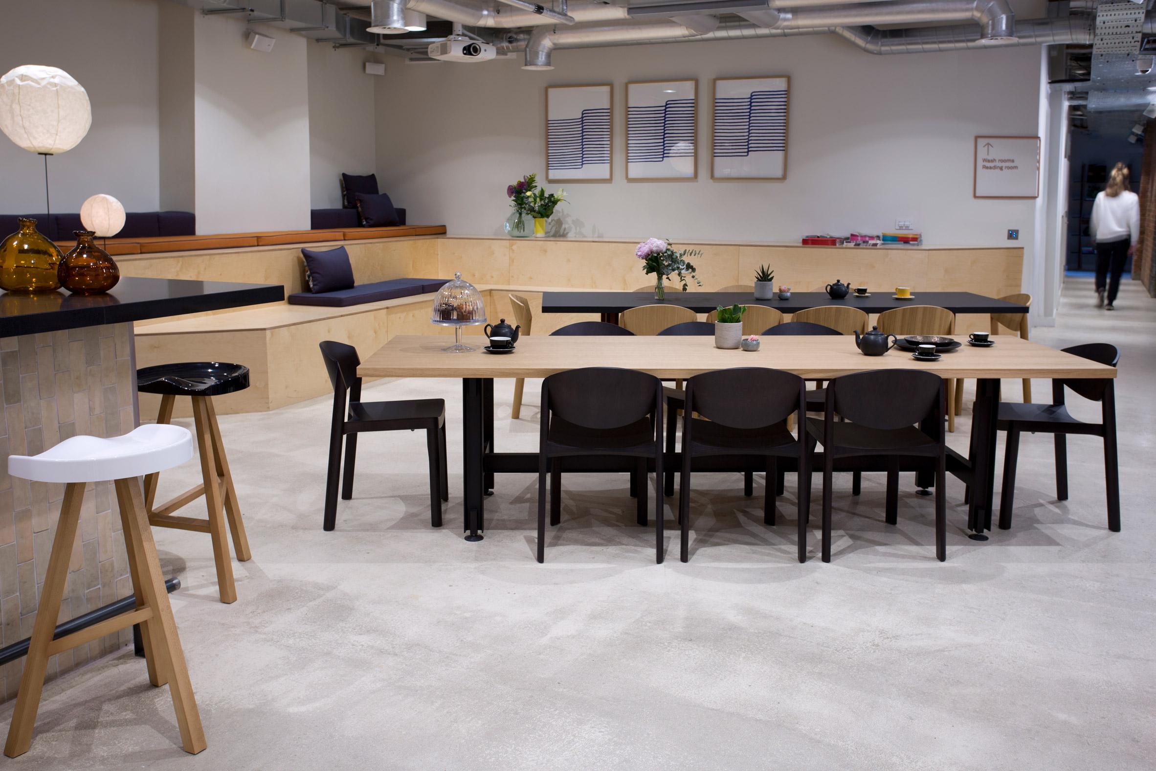 established-sons-at-work-office-furniture-fora_dezeen_2364_col_9.jpg