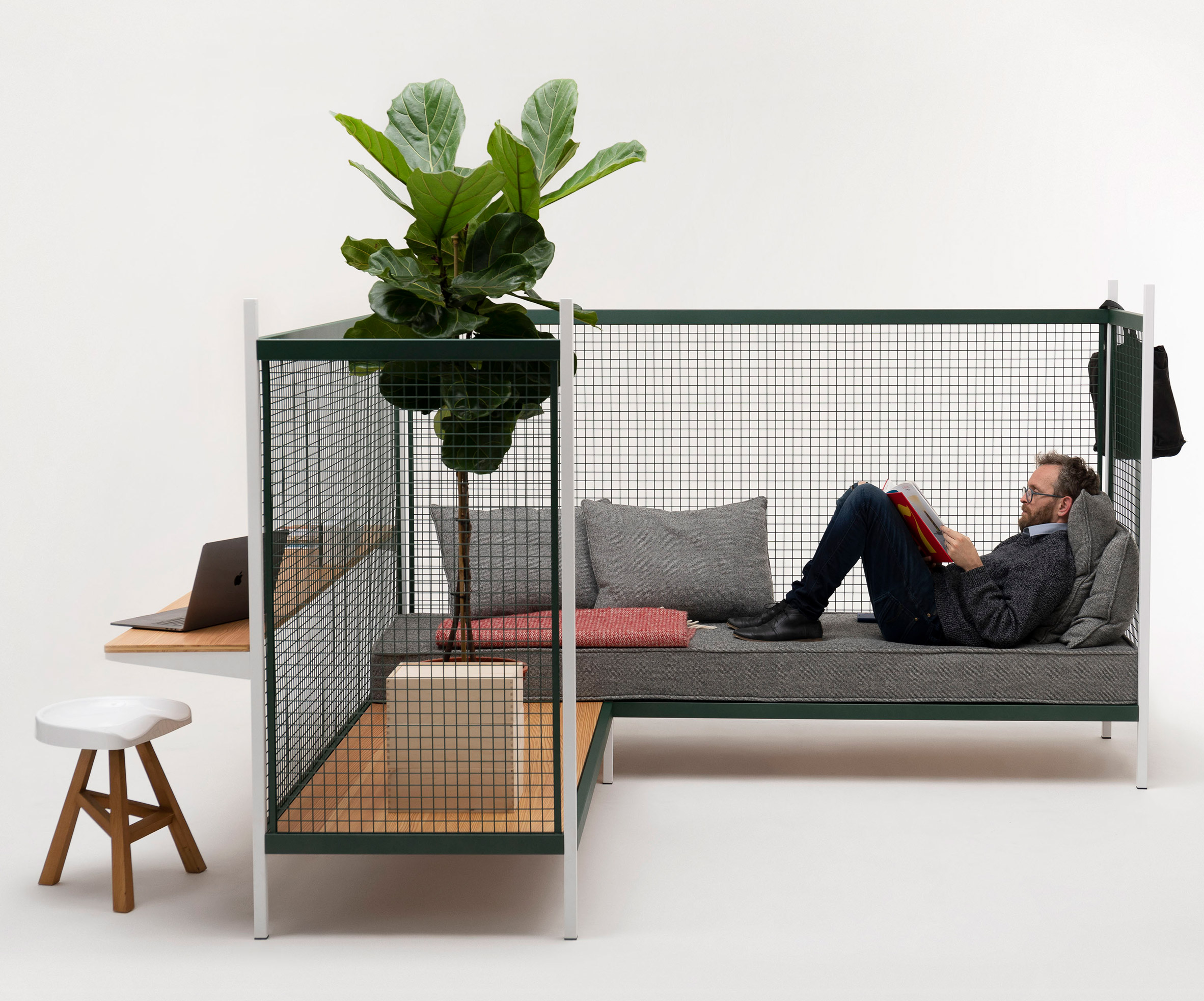established-sons-at-work-office-furniture-products_dezeen_2364_col_5.jpg