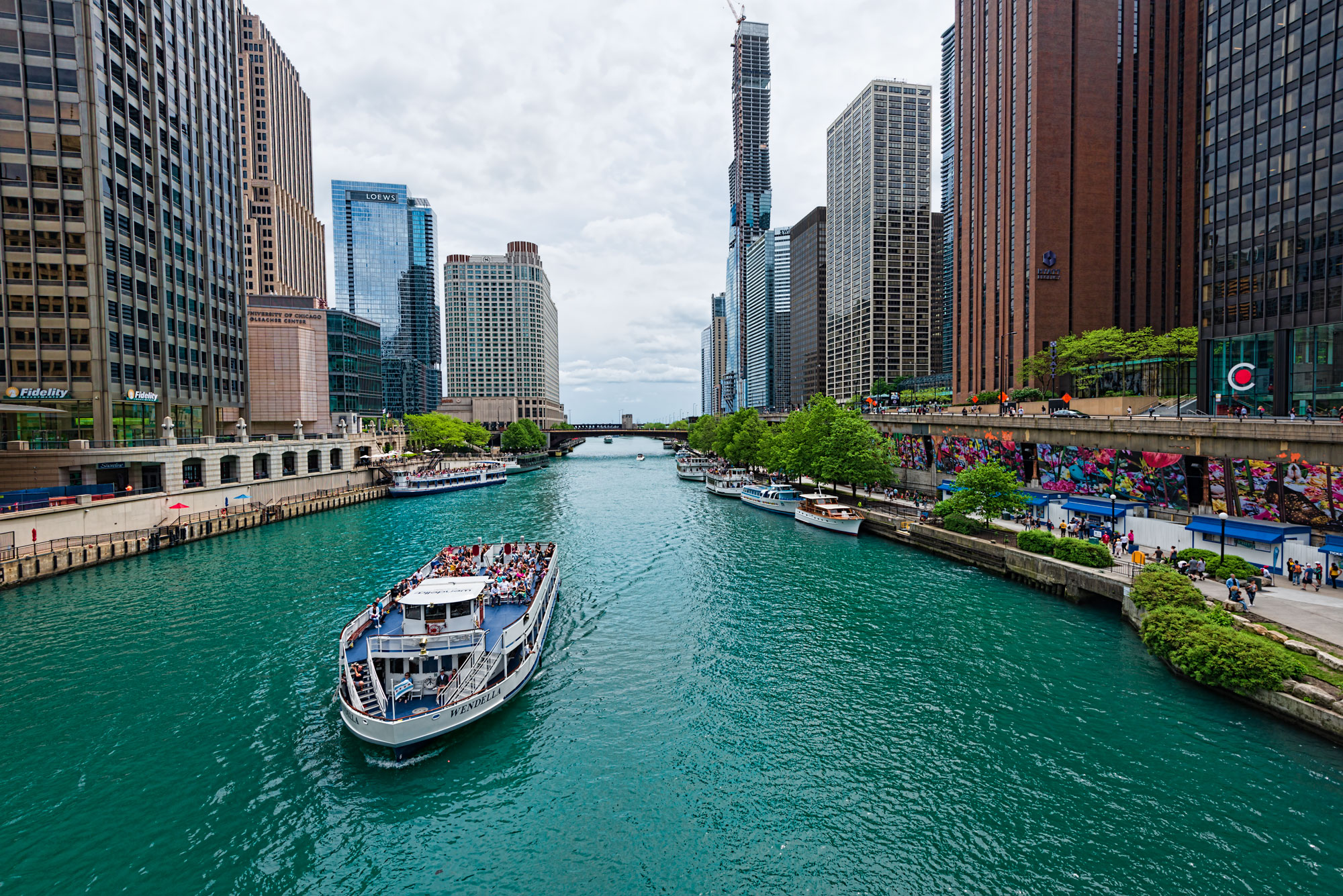 Chicago river cruise on a cloudy day