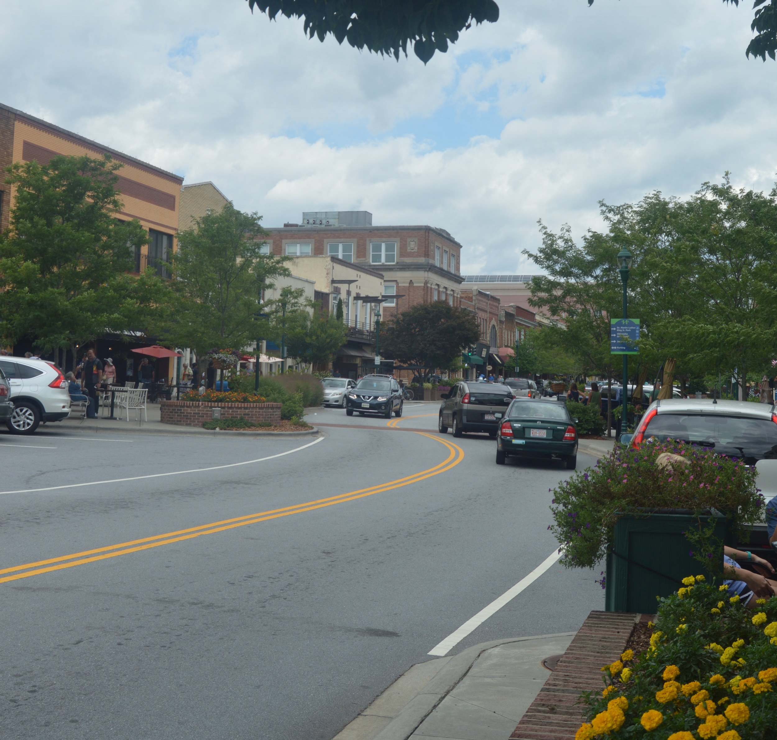 Hendersonville and Flat Rock, NC - Just thirty minutes from Asheville, Hendersonville sits on the edge of the Blue Ridge Mountains in the heart of a mountain playground where one famous poet & author decided to make his home.