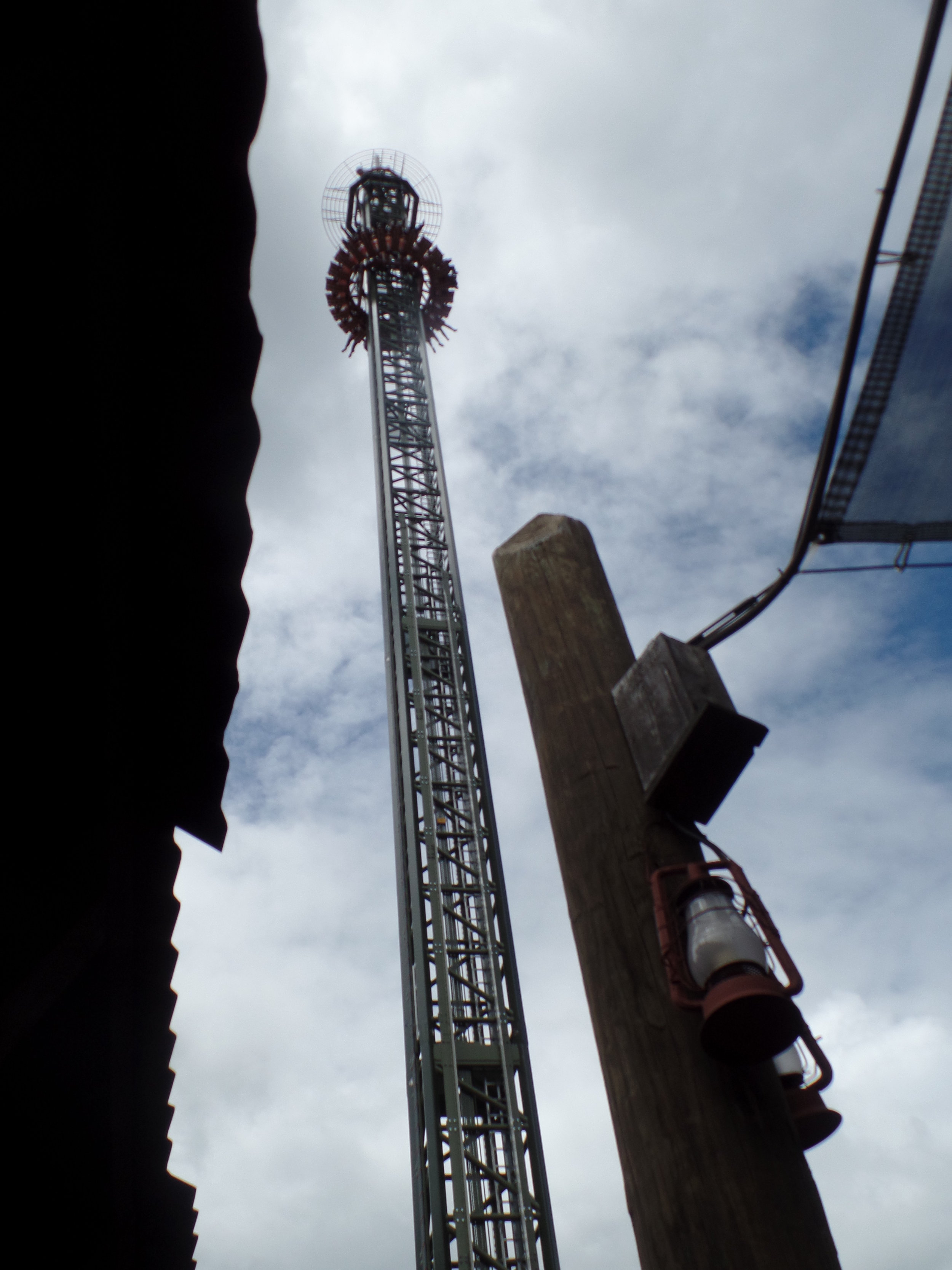 Dropline is an exciting 20-story tower ride that provides amazing 360 degree views of the park.