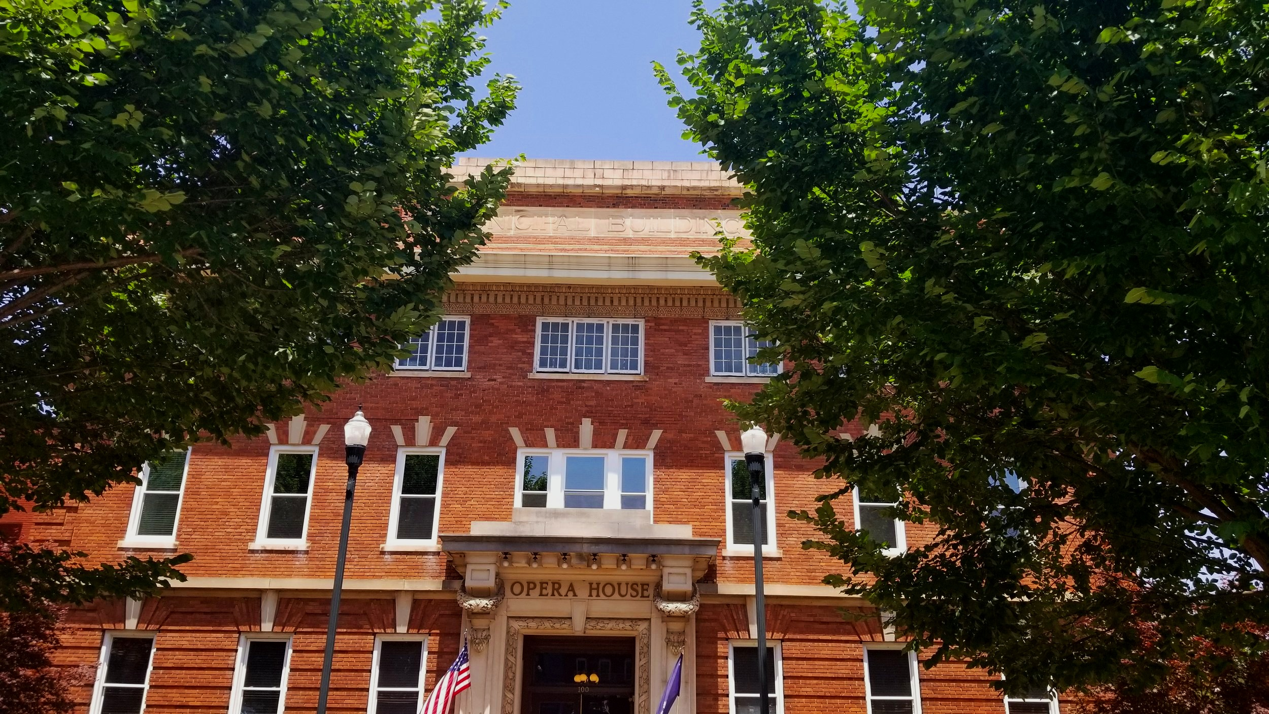 The Abbeville Opera House is perhaps the biggest draw to this small South Carolina town. Throughout the year there are plenty of opportunities to catch a show on the Opera House stage.