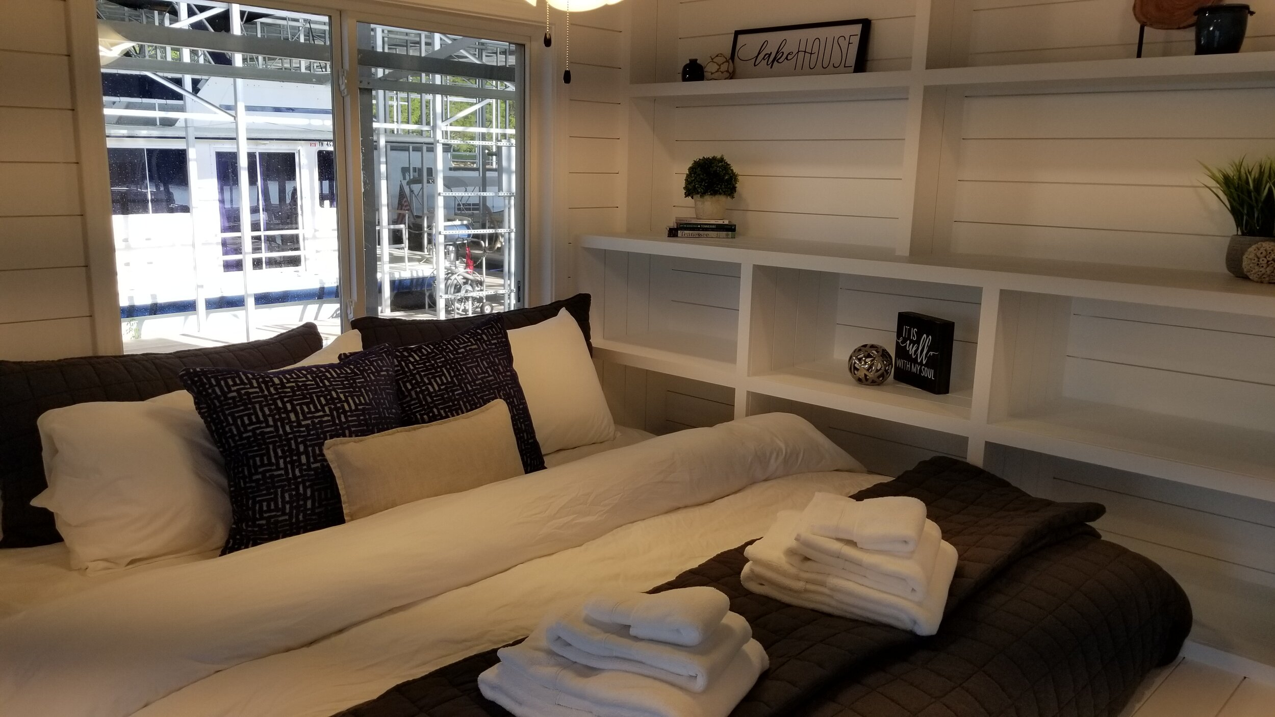 Wildwood Resort offers a stay in a luxurious houseboat complete with a full kitchen, washer and dryer and decks for relaxing and enjoying the views of the lake.