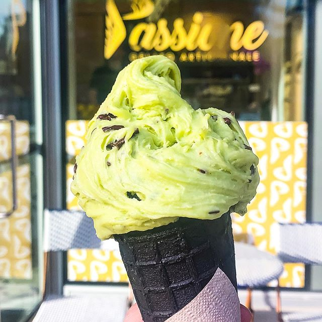 This is my new favourite Gelato 🍧 place @passionegelatoyvr This one is avocado 🥑 gelato, fresh and tasty! . . 温哥华新开了一家好吃的Gelato #passione 吃过牛油果🥑的冰激凌吗?这款就是了! . . #gelato #icecream #ice #foodie #foodporn #food #sweets #dessert #avocado #avocadodessert #vancouver #vancouverfoodies #vancouverfoodies #canada #bc #sharego #vancouverblogger #温哥华 #温哥华美食 #冰激凌 #牛油果 #밴쿠버 #バンクーバー #アイスクリーム #아이스크림 #网红店 #加拿大 #美食