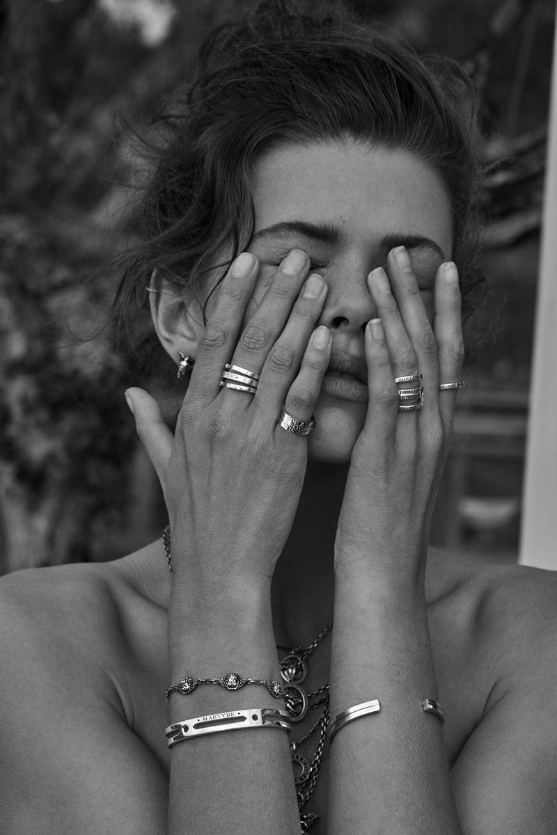 https_%2F%2Fhypebeast.com%2Fimage%2F2019%2F03%2Fanwar-hadid-martyre-jewelry-collection-launch-6.jpg