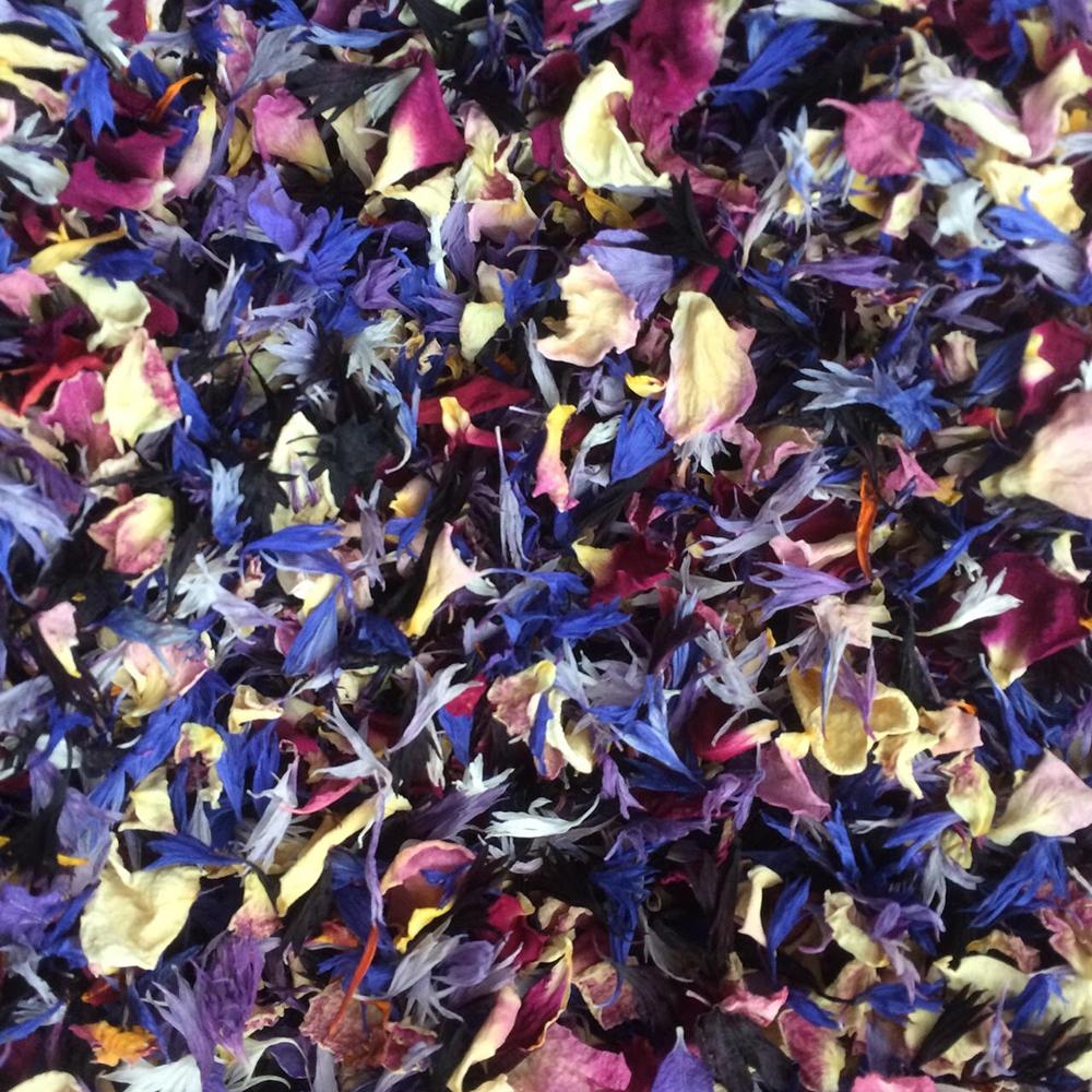 Scottish-wedding-suppliers-confetti-cloudberry-flowers1.jpg