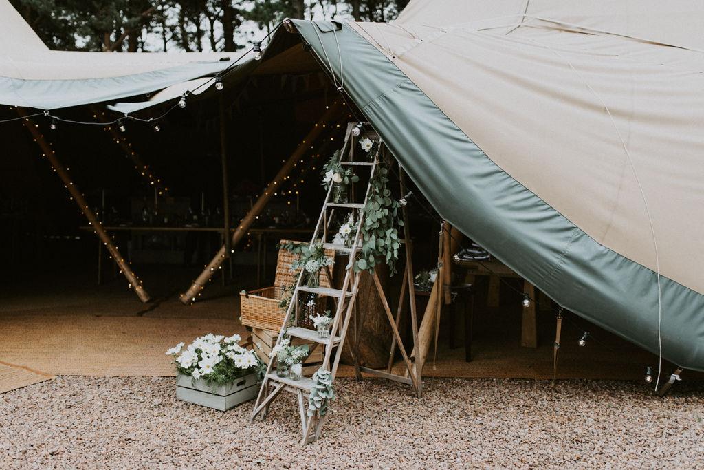 the-log-cabin-ravensheugh-wedding-lavender-and-rose20.jpg