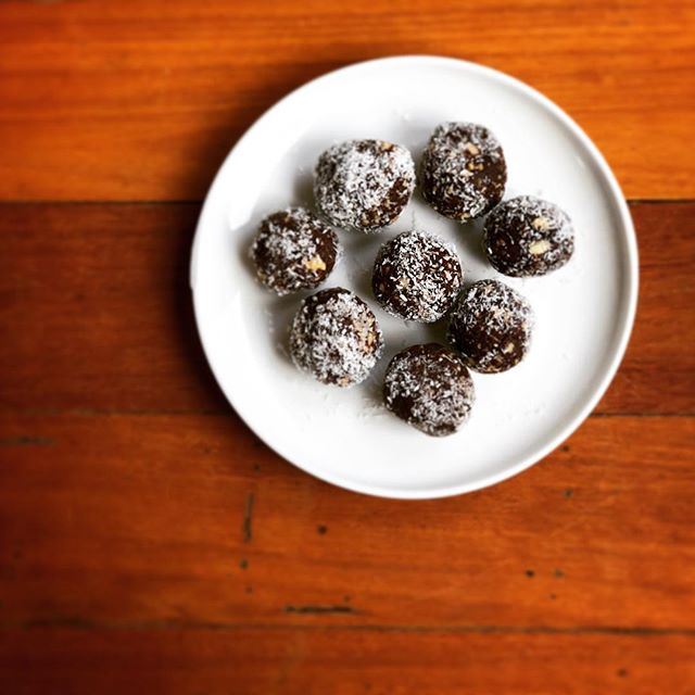 🤞Really hoping these little beauties are going to help curve my INSANE sugar addition I have going on at the moment. Cacao Bliss Balls from @RawBlendOz  1 cup medjool dates (pitted) 1/2 cup slivered almonds 1/2 cup cashews 1/3 cup cacao powder 1/3 cup coconut oil (melted) 1/3 cup shredded coconut 1 pinch Himalayan sea salt 1 Tbsp chia gel (mix 2 tsp chia seeds with 2 Tbsp water to form a gel)  Mix all together, roll in coconut and set in the fridge!  #raw #sugar #addicted #blissballs #yum #consciousliving #vegan #rawfood #yogateacher #health #myyogalife #snack #gimmemore #instafood #nomnom
