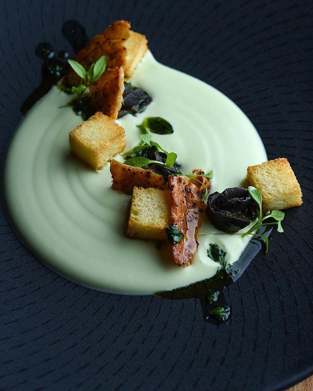 Leek, chicken skin, brioche, escargot  @bistroselle  #bistro #visitaw #escargot #velouté  Shot @markjesser