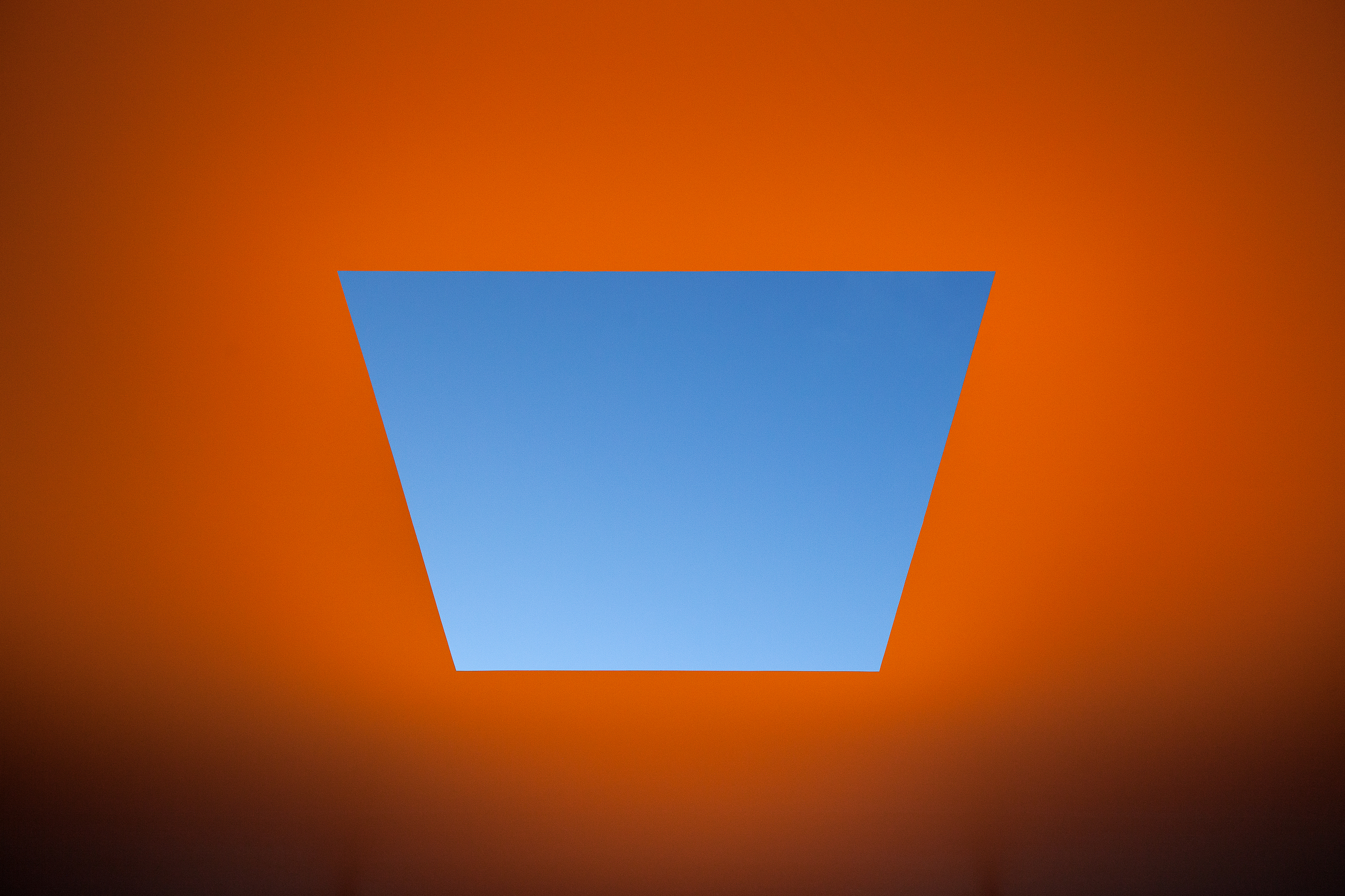 AMARNA 2015  James Turrell (born 1943, Los Angeles, California; lives and works in Flagstaff, Arizona) Skyspace series  Steel frame, fibreglass foam sandwich roof construction, fibreglass reinforced concrete seating imensions: 7 (H) 28.3 x (W) x 21.15m (D)  © James Turrell
