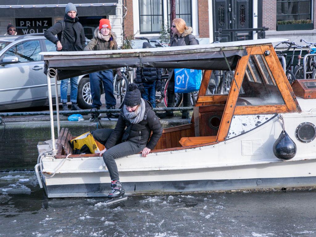 LilyWanderlust-Amsterdam-Frozen-Canals-5.jpg