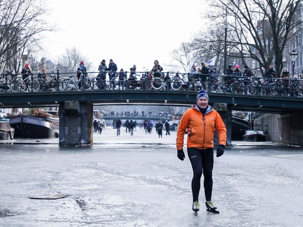 LilyWanderlust-Amsterdam-Frozen-Canals-6.jpg