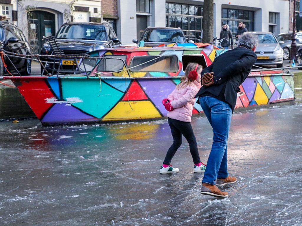 LilyWanderlust-Amsterdam-Frozen-Canals-7.jpg