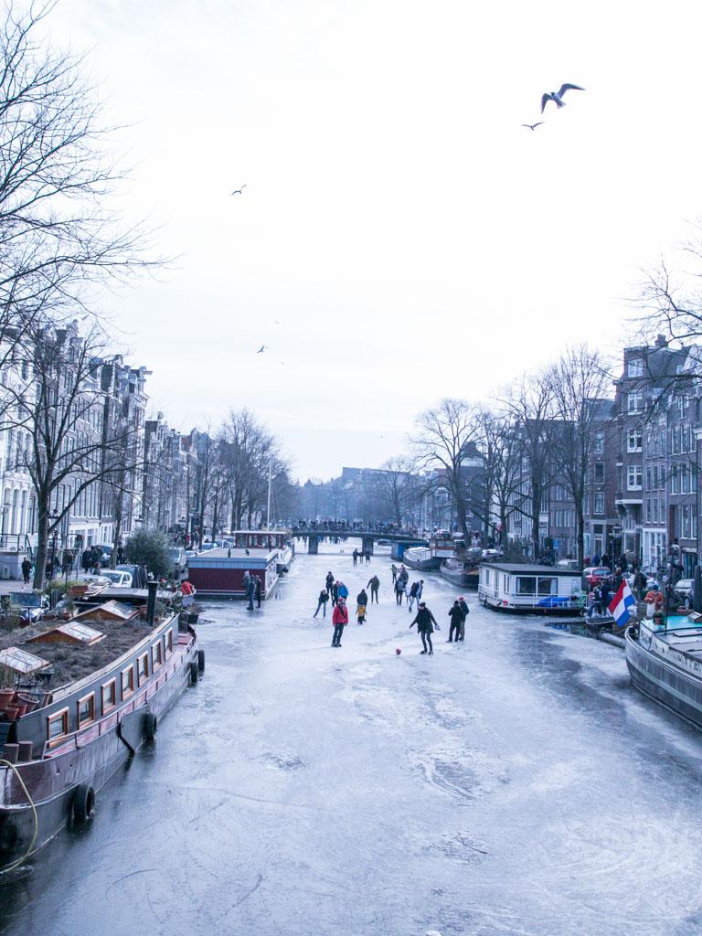 LilyWanderlust-Amsterdam-Frozen-Canals-10.jpg