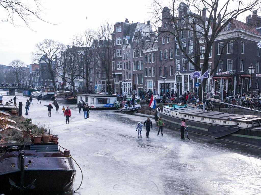 LilyWanderlust-Amsterdam-Frozen-Canals-9.jpg