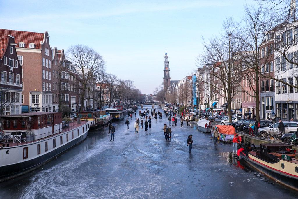 LilyWanderlust-Amsterdam-Frozen-Canals-12.jpg