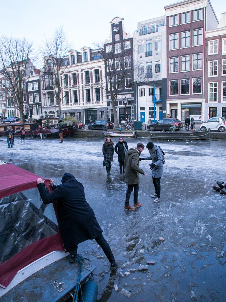 LilyWanderlust-Amsterdam-Frozen-Canals-16.jpg
