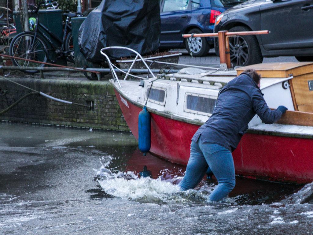 LilyWanderlust-Amsterdam-Frozen-Canals-17.jpg