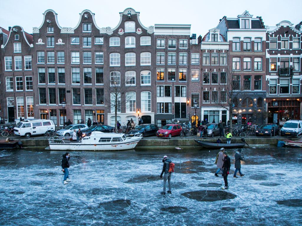 LilyWanderlust-Amsterdam-Frozen-Canals-29.jpg