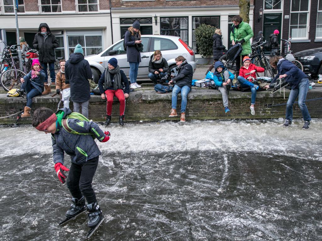 LilyWanderlust-Amsterdam-Frozen-Canals-38.jpg