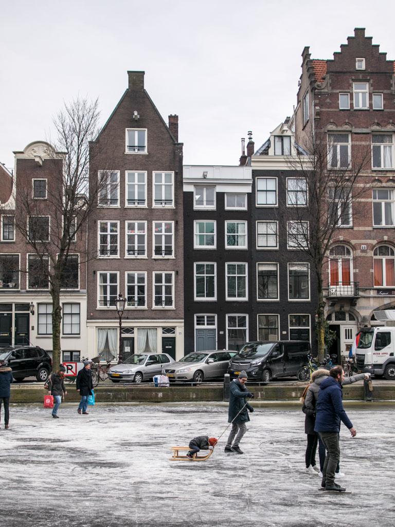 LilyWanderlust-Amsterdam-Frozen-Canals-40.jpg