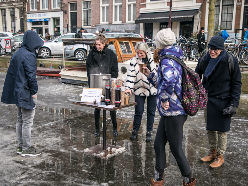 LilyWanderlust-Amsterdam-Frozen-Canals-45.jpg