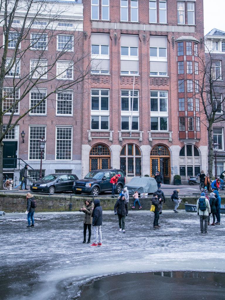 LilyWanderlust-Amsterdam-Frozen-Canals-58.jpg
