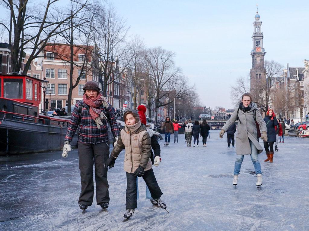 LilyWanderlust-Amsterdam-Frozen-Canals-4.jpg