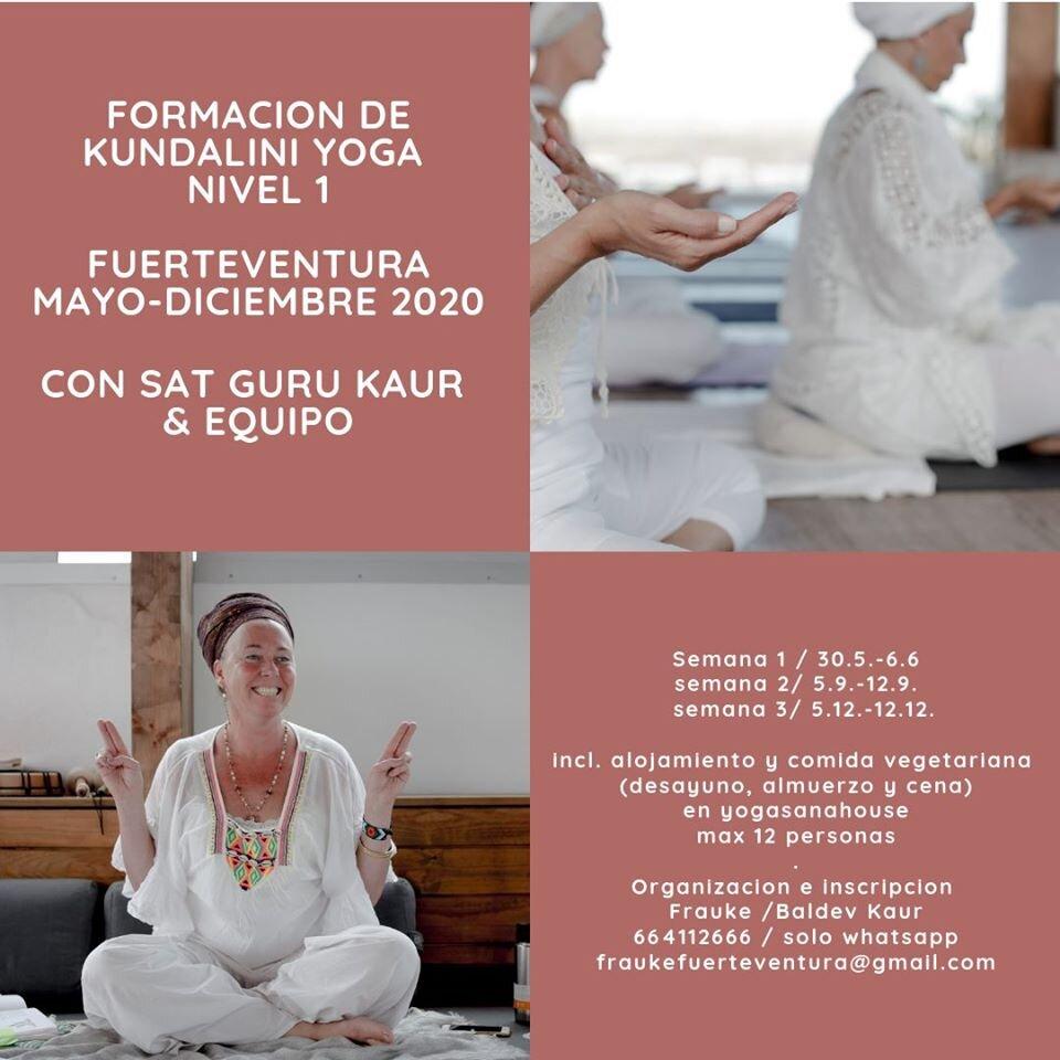 SER TU PROPIO MAESTRO Primera formación de Kundalini Yoga Nivel 1 en Fuerteventura Con Sat Guru Kaur & Equipo Mayo 2020 – Diciembre 2020 / 3 x 1 semana   Sat Guru Kaur Lead Trainer Terapeuta en la Experiencia Somática con la escuela internacional de Peter Levine. Formadora principal de Nivel 1 y 2 de Kundalini Yoga desde hace 20 años, reconocida por KRI y AEKY en España e internacionalmente. Discipula directa de Yogui Bhajan, convivio con el en el ashram en Nuevo Mexico durante 5 años. Sat Guru también sirvió en la escuela Miri Piri de la India. Ella transmite las enseñanzas con un toque apasionado, fiel a la esencia, pero adaptando la tradición a tiempos modernos, elevadora y dinámica, Sat Guru lleva el alumno a su transformación a través de la alquimia de las enseñanzas.  La formacion se realiza únicamente en regimen residencial para así garantizar una experiencia y convivencia plena. El alojamiento es en Yogasanahouse, un lugar exquisito con una Yurta de Yoga; en plena naturaleza a pie del volcano en Lajares, Fuerteventura. La casa ofrece amplias habitaciones para compartir, un patio precioso, una piscina climatizada por paneles solares y muchas areas comunes para descansar en el exterior e interior de la casa. La comida vegana/vegetariana es simplemente maravillosa.   Fechas Semana 1: 30.5.-5.6. (6 noches y 7 dias) Semana 2: 5.9.-11.9. (6 noches y 7 dias) Semana 3: 5.12.-11.12. (6 noches y 7 dias) Comenzamos los Sabados a las 15.00 hrs. y terminamos los viernes despues del almuerzo a las 15.00 hrs.   Horario de la formacion Sadhana 06.00-8.30 Formacion: 10.00-19.30 (1,15 hrs para comer)  Coste:  175€ pago de inscripción no reembolsable (incluye 2 manuales & Jaapji) 2.950€ si el curso esta pagado antes del 1.5.2020 (puedes pagar en quotas) 3.150€ (50 % antes del 1.5., 50 % antes del 1.9.2020) Incluido: Alojamiento y comida vegana/vegetariana ( desayuno, almuerzo y cena) Snacks, fruta y agua durante la formacion Max. 12 personas  Organización e inscripción Frauke 