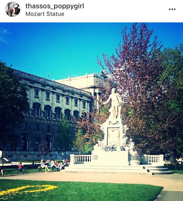 статуята на Моцарт, намираща се в парка му