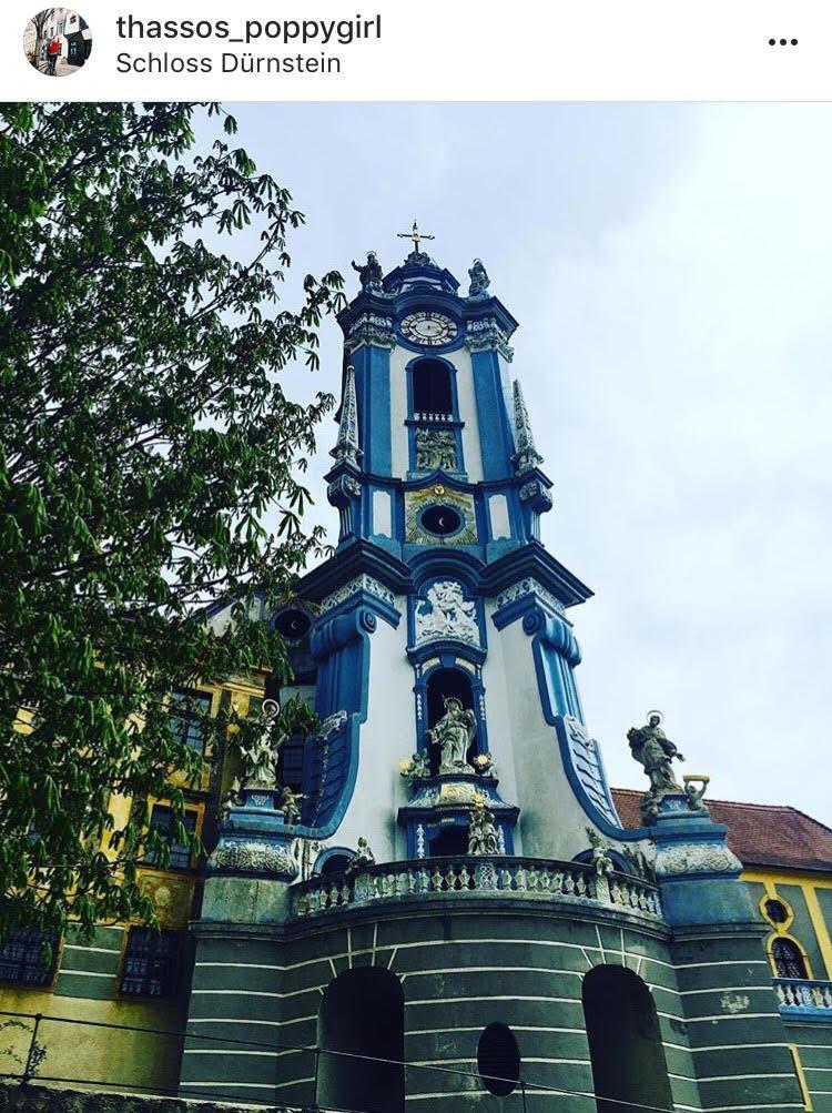 Старият часовник на Дюрнщайн. Градчето не веднъж се е възстановявало след сериозни наводнения, от намиращиясе на метри Дунав.