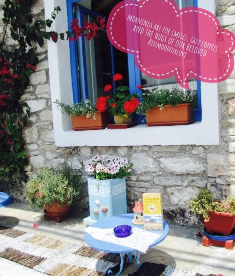 Красивите таверни с малки столчета са в Лименария.