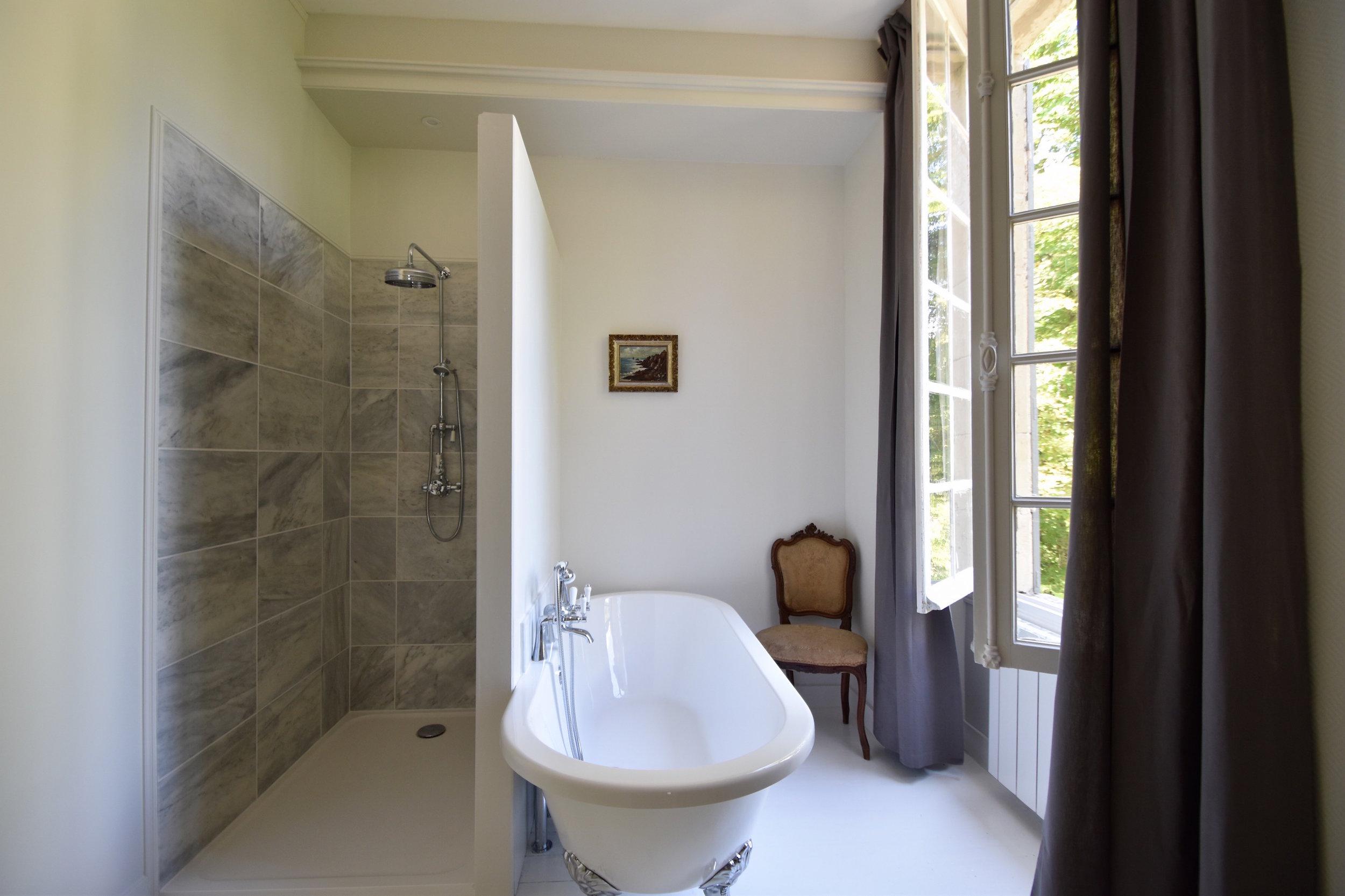 maruice bathroom web 2.jpg