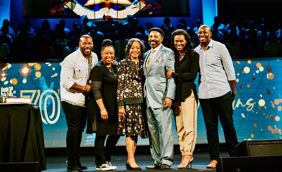 The family of Dr. Tony Evans (Credit: Instagram)