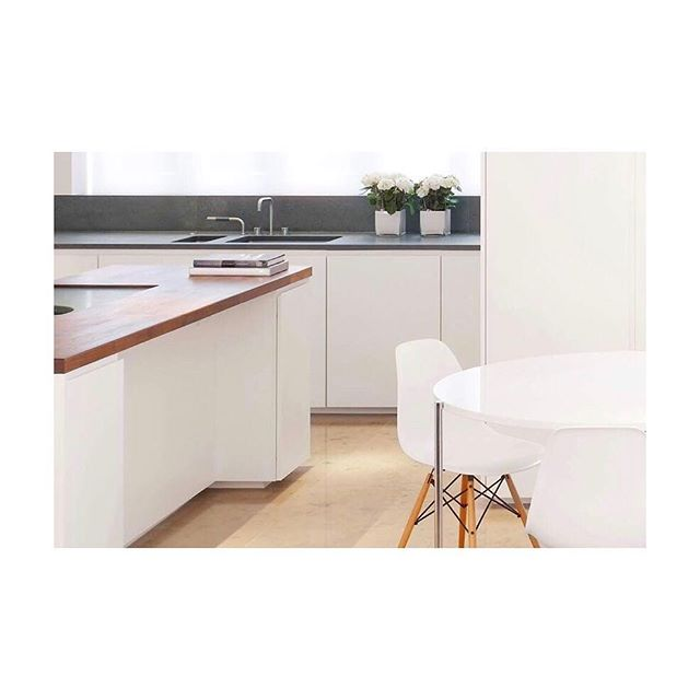 Simplicity is key #kitchen #kitchendesign #white #simplicity #hermanmiller