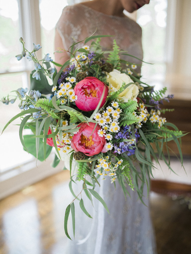 loose-whimiscal bouquets_ChrissynoelphotographySS_2596.jpg
