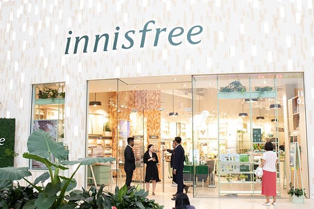 Excited to have shot Korean beauty brand, Innisfree's first North American location. Opening event at Yorkdale in TO! 🍃💧😍 . . . . . . #torontophotographer #eventphotography #toronto #contentcreator #contentcreation