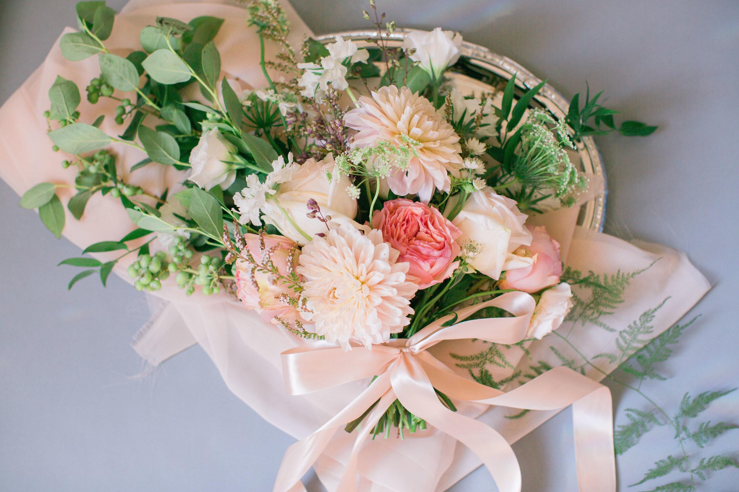 peach-bridal-bouquet-garden-style-bouquet-lovely-soiree-floral-designs-in-houston-texas