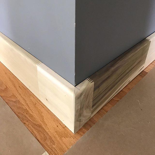 Who doesn't like a good miter?! And a good round-over edge. . . . . #carpentry #trimcarpentry #baseboard #baseboardtrim #miterjoint #poplar #poplarwood #nashvilletn #nashville #nashvillegeneralcontractor #ocblife #ochoabrosgc #craftednotproduced