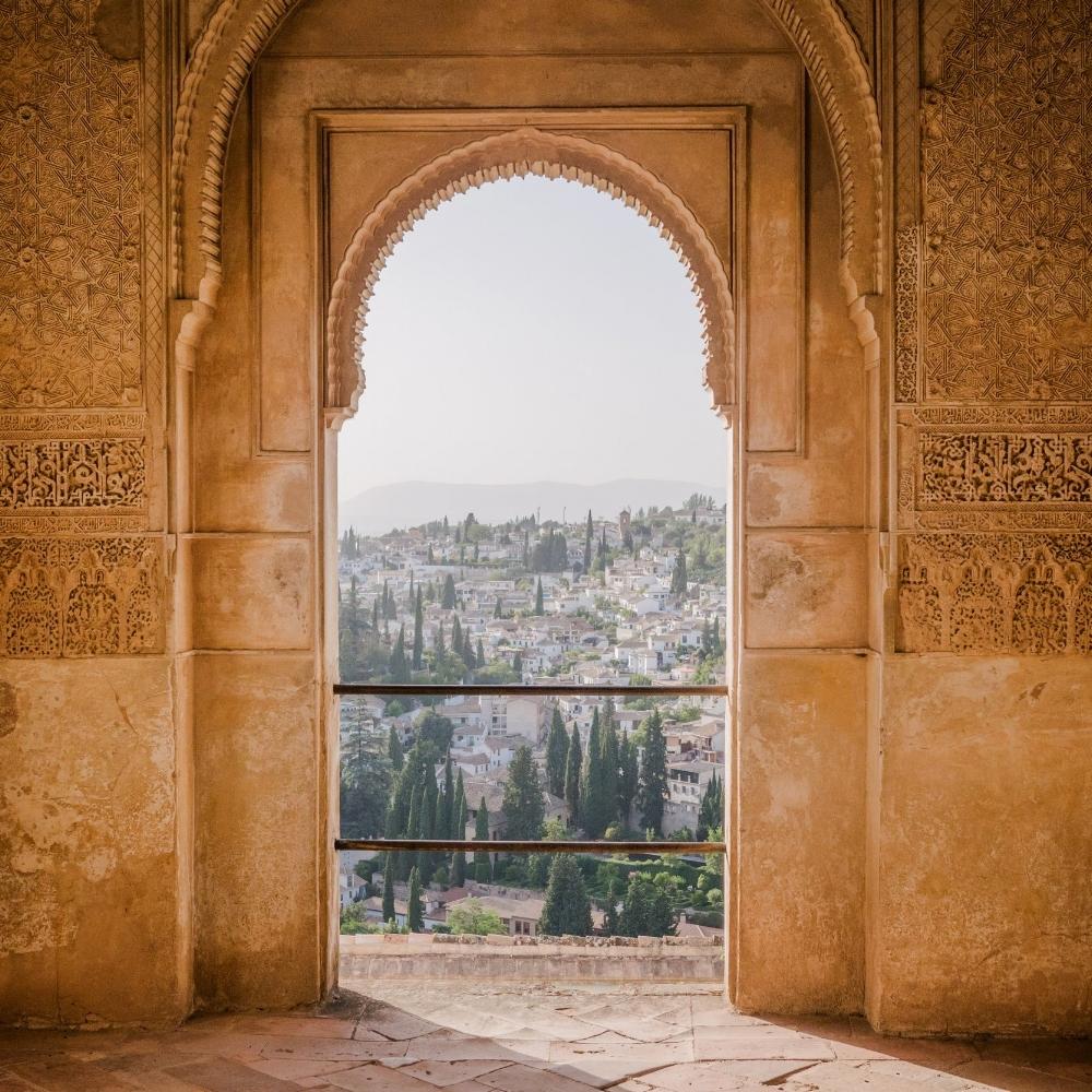 Alhambra window by Victoriano Izquierdo on Unsplash