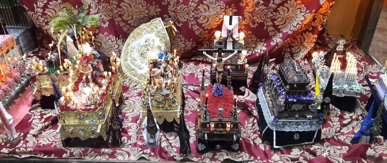 Procession figurines
