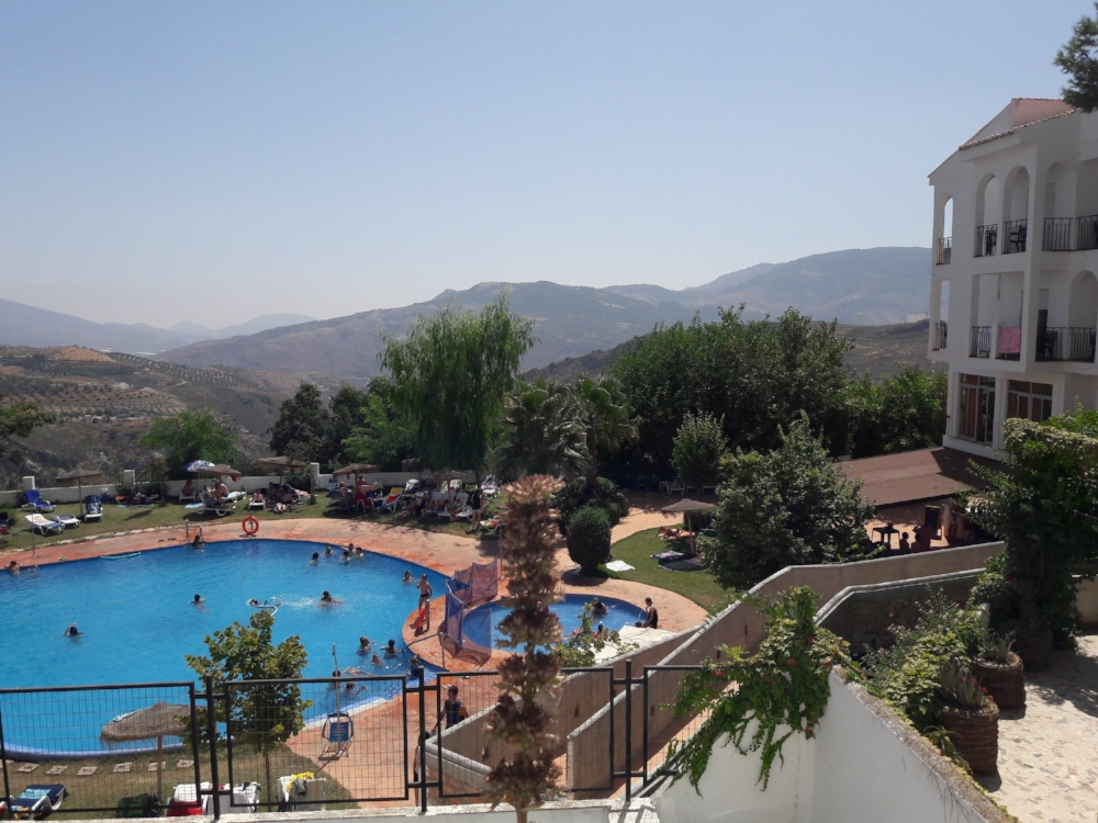 Alternatively, you can purchase a day pass to this pool for just five euros!